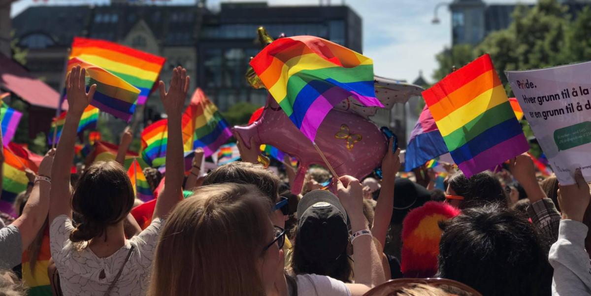 Akademikerne deltar i Prideparaden!